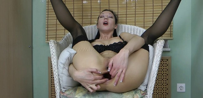 hotkinkyjo-stretching-her-ass